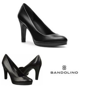 New With Tags Bandolino Platform Black Pumps